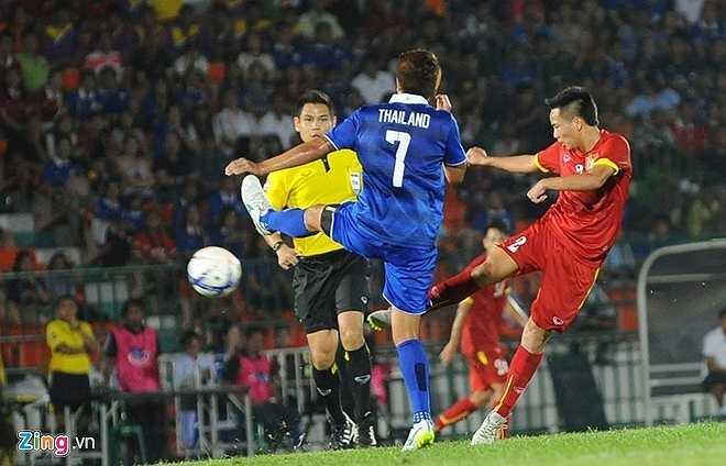 Ngày 22/3, cú bắt volley thành bàn của Hữu Dũng là bàn thắng danh dự trong thất bại 1-3 của U23 Việt Nam trước U23 Thái Lan. (Zing.vn)