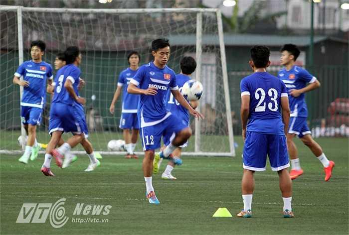 Ngay trong buổi chiều cùng ngày 24/2, toàn đội đã ra sân tập (Ảnh: Quang Minh)