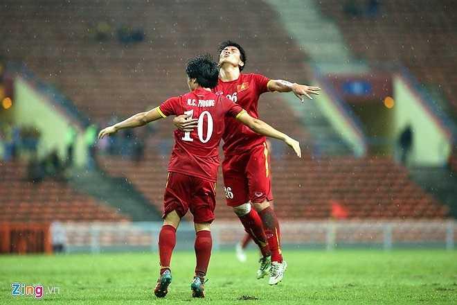 Với chiến thắng 7-0 trước Macau, U23 Việt Nam lọt vào 5 đội nhì bảng tốt nhất và chính thức giành vé tới Qatar dự VCK U23 châu Á vào tháng 1/2016. (Zing.vn)