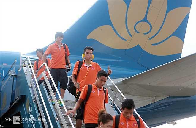 Ngày hôm qua 1/4, U23 Việt Nam trở về nước trong sự chào đón của người hâm mộ (Ảnh: Vnexpress)