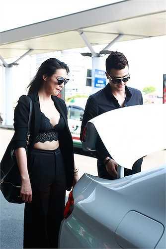 Vĩnh Thụy và Lily Nguyễn cũng có mặt tại sân bay.