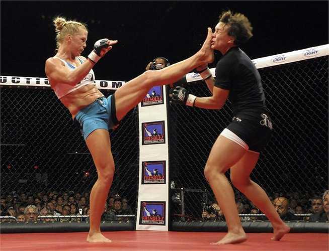 Người ta thường nói vui rằng Vale Tudo – tiền thân của hình thức thi đấu võ thuật tổng hợp MMA chỉ có duy nhất một luật, đó là...không có luật gì hết.