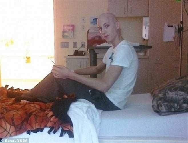 Thậm chí Zach đã phải sinh nhật tuổi 16 trong bệnh viện