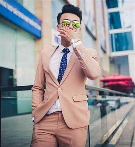 Hot boy điển trai này từng đạt giải Nhất Nam Vương Sinh Viên Hà Nội 2012, giải Ba tài năng sinh viên ĐH Sân Khấu và Điện Ảnh, Top 8 ngôi sao thời trang Celano khu vực miền Bắc 2011.