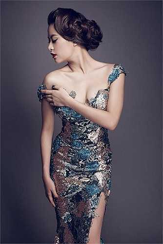 Cô có 7 năm học múa tại trường Cao đẳng Nghệ thuật Hà Nội, khóa đào tạo diễn viên truyền hình của Hãng phim truyện Việt Nam. Sau đó đỗ thủ khoa lớp Đạo diễn truyền hình của trường Đại học Sân khấu Điện ảnh Hà Nội.
