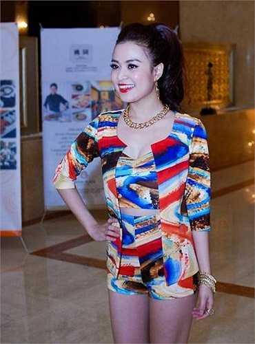 Năm 2014, Hoàng Thùy Linh có cú bật khá lớn trong lĩnh vực diễn xuất khi được đạo diễn Quang Huy mời đích danh trở thành nữ diễn viên chính trong dự án phim điện ảnh Thần tượng