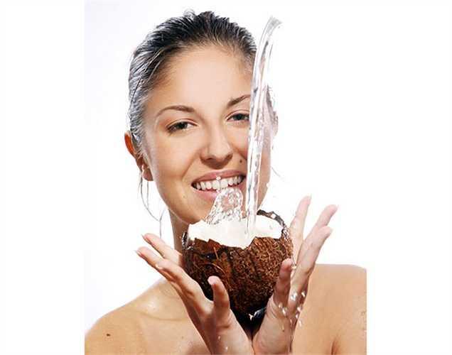 Mất nước: Khi cơ thể bạn thiếu nước, mất nước, uống nước dừa rất tốt giúp cung cấp nước cần thiết cho cơ thể.