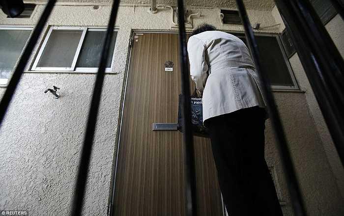 Nhật Bản đang có đến 5 triệu người cao tuổi sống một mình nên số thi thể chết cô độc trong các căn hộ trống vắng sẽ còn tăng cao.