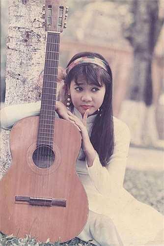 Thu Minh năm 16 tuổi khi mới đoạt giải nhất Tiếng hát truyền hình TP HCM. Giọng ca 'Đường cong' thời ấy vô cùng nữ tính.