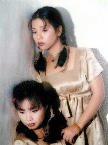 Minh Tuyết - em gái Cẩm Ly - khi còn ở Việt Nam trông khá 'quê', chưa sexy như khi sang Mỹ lập nghiệp.