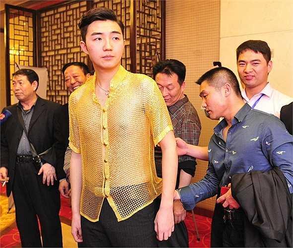 Mới đây, một sự kiện ở Tây An (Trung Quốc) khiến nhiều người ngạc nhiên với áo và bikini làm bằng vàng thật