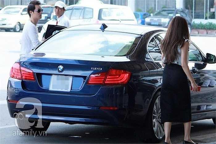 Ngoài ra, nam ca sỹ cũng sở hữu xe BMW 2 tỷ đồng.