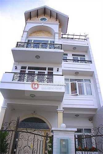 Tòa dinh thự 3 tầng vô cùng sang trọng, ấm cúng của Đăng Khôi.