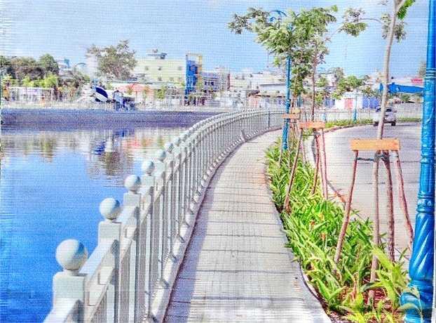 Dự án kênh Tân Hóa - Lò Gốm dài 7,5km và các nhánh phụ dài hơn 1 km với tổng mức đầu tư hơn 2.000 tỷ đồng gồm các hạng mục mở rộng kênh, nắn dòng chảy, nạo vét bùn, đắp bờ kênh, xây tường ngăn lũ, cải tạo đường rộng từ 6-20m, xây mới 10 cầu qua kênh, chỉnh trang 4 khu cảnh quan dọc tuyến.