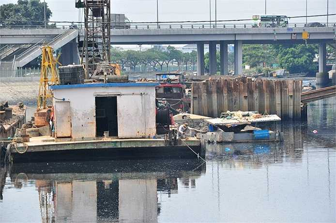Tuy dòng nước trên kênh Tân Hóa - Lò Gốm vẫn chưa trong sạch hoàn toàn nhưng phần nào giải quyết tình trạng ô nhiễm đã tồn tại hàng chục năm nay.