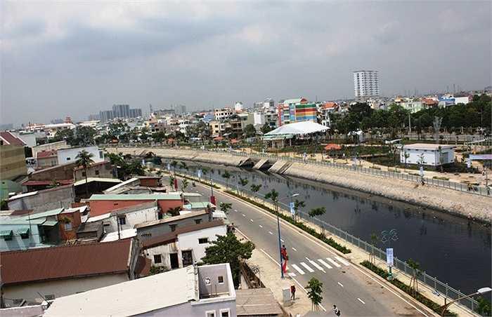 Dòng kênh này là nỗi ám ảnh của hơn 1 triệu người dân Sài Gòn sinh sống ven kênh.