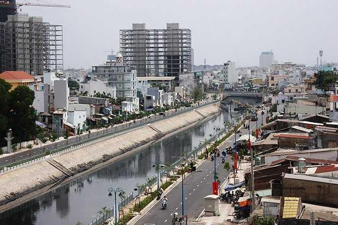 Dự án cải tạo kênh và dọc đường kênh Tân Hóa – Lò Gốm sắp khánh thành vào ngày 5/4 tới góp phần nâng cao đời sống, giải quyết tình trạng hôi thối mà hơn 1 triệu người dân ven kênh phải hứng chịu hàng chục năm nay.