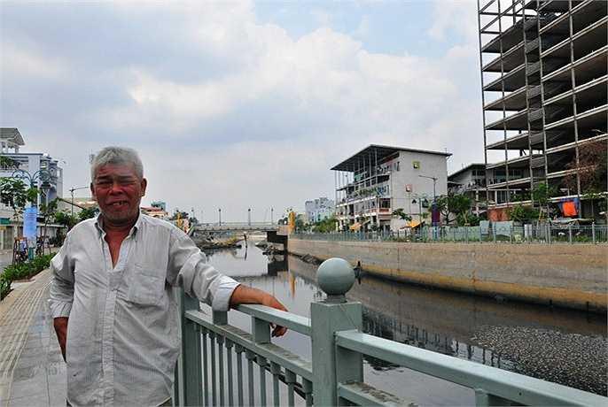 Ông Trịnh Minh Hải (sống ven kênh) chia sẻ: 'Dòng kênh được nạo vét, cải tạo đã nâng cao đời sống và giải quyết tình trạng ô nhiễm cho hơn 1 triệu người dân sinh sống ven kênh. Chúng tôi rất vui mừng và chờ ngày dự án khánh thành'.