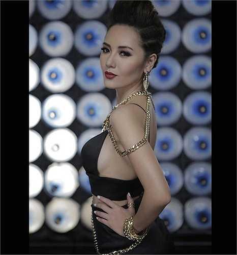 Nữ ca sỹ Phương Linh cũng có nét đẹp không thua gì diễn viên, hoa hậu.