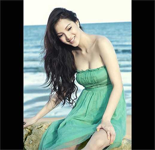 Nhiều người còn ca ngợi cô là 'bản sao Trương Tử Lâm' vì có những nét hao hao giống hoa hậu Trung Quốc.
