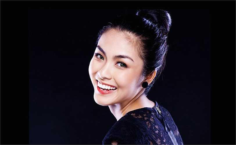 'Ngọc nữ' Tăng Thanh Hà không chỉ có nụ cười rạng rỡ đầy lôi cuốn mà còn có gương mặt trái xoan hoàn hảo.