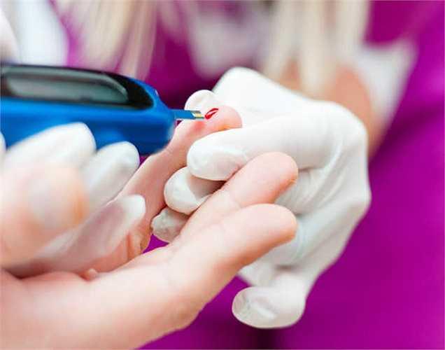 Đối với bệnh nhân tiểu đường: xoài xanh cũng là một trái cây rất tốt, nhưng nên ăn xoài cùng với sữa chua hoặc cơm để giảm lượng đường trong cơ thể.