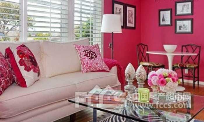 Tường màu hồng phấn chính là màu sắc đại hung vì màu này thường khiến cho tâm trạng nóng nảy, dễ xảy ra cãi vã, thị phi.