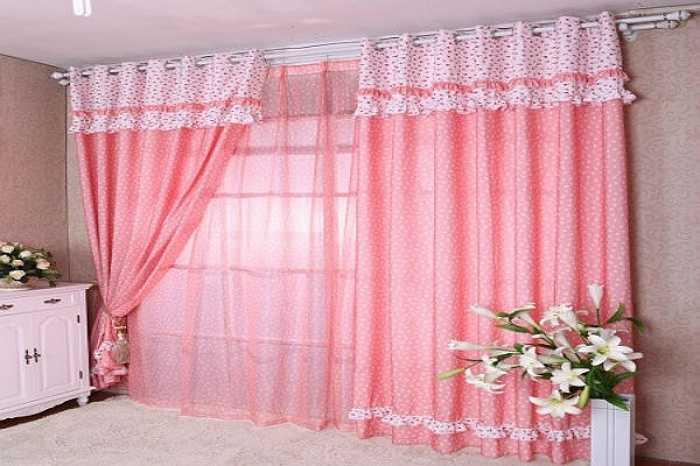 Rèm cửa màu hồng phấn: Về mặt thẩm mĩ thì rèm màu hồng phấn rất nhã nhặn, dịu mắt nhưng về phong thủy dễ khiến cho thần kinh gia chủ suy yếu mệt mỏi, bất an, thường xuyên cáu gắt vô cớ.