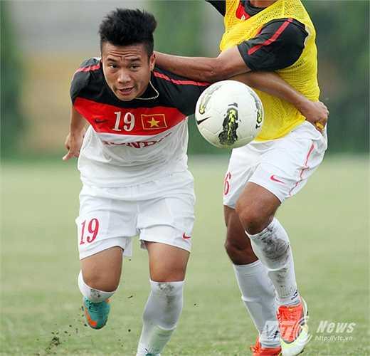 Tiền đạo Phi Sơn: Một cầu thủ thi đấu nhiệt tình, khéo léo và có thể gây đột biến với những pha xử lý bóng xuất thần.