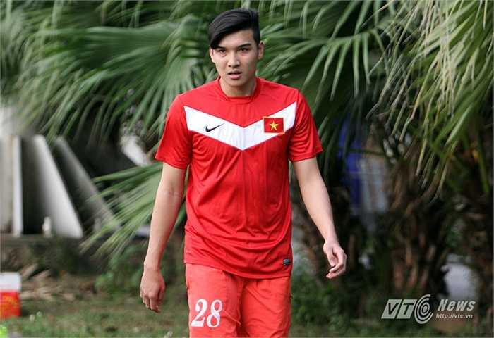 Trung vệ Đào Duy Khánh: Một cầu thủ có thể hình lý tưởng, lỡ hẹn vòng loại U23 châu Á vì không kịp bình phục chấn thương đứt dây chằng gối từ lần triệu tập AFF Cup 2014.