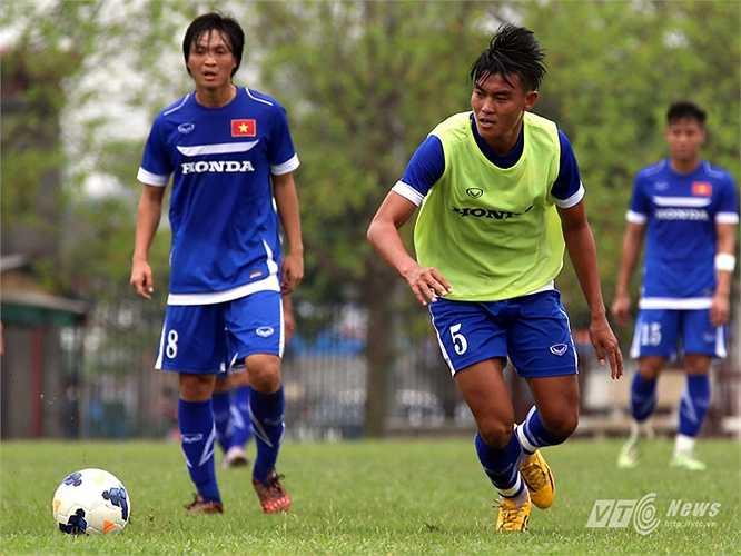 Trung vệ Phạm Hoàng Lâm: Cũng là một cầu thủ có thể hình lý tưởng, nhưng gặp chấn thương và không thể cùng U23 Việt Nam dự vòng loại U23 châu Á.