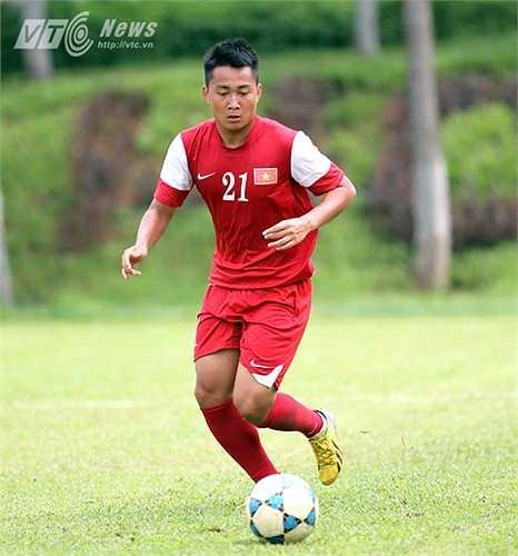 Tiền đạo Hồ Tuấn Tài: Tuấn Tài được kỳ vọng nhiều ở vòng loại U23 châu Á vừa qua nhưng rút cuộc, anh phải ngồi nhà vì chấn thương. Em họ Văn Quyến rất khát khao trở lại để chứng tỏ mình.