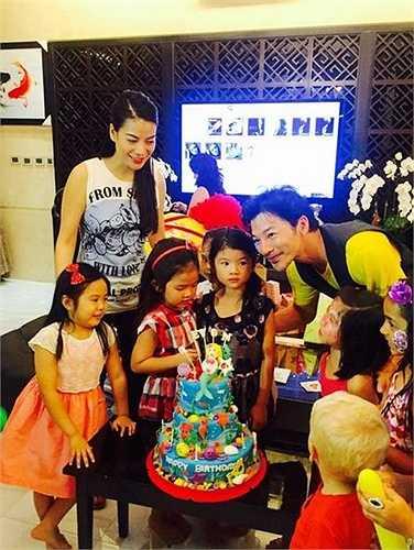 Trần Bảo Sơn - Trương Ngọc Ánh tái hợp để tổ chức sinh nhật cho con gái. Cả hai vẫn luôn dành cho nhau những hành động cùng lời lẽ tốt đẹp để nói về nhau.