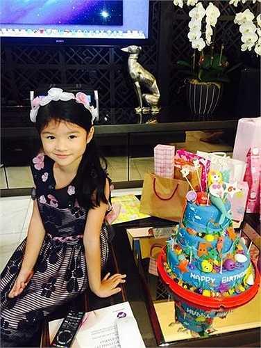Bé Bảo Tiên năm nay tròn 6 tuổi, cô nhóc ngày càng xinh đẹp và dễ thương.