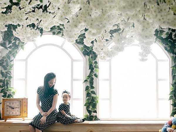 Cả gia đình Linh Nga đều có chữ 'Linh' trong họ tên. Bà ngoại của Linh Nga là Linh Cầm, mẹ cô tên Vương Linh nên cô đặt tên thật cho con gái là Linh Linh.