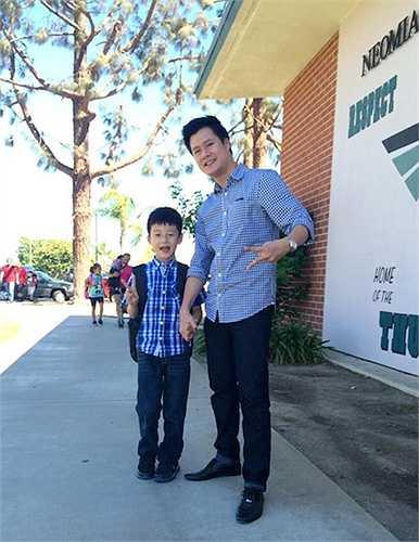 Bảo Nam không khác nhiều so với Quang Dũng lúc nhỏ. Từ gương mặt điển trai đến vóc dáng cao ráo, nhóc tỳ đều được thừa hưởng từ bố.