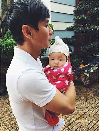 Cô út Sunny cũng là 'bản sao' của bố Lý Hải và rất giống Cherry lúc nhỏ.