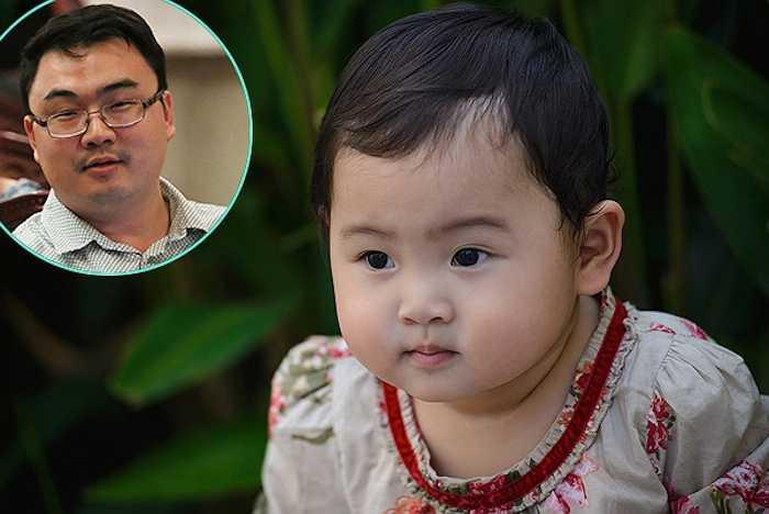 Tiểu Panda, con gái đầu lòng của Hoa hậu Hương Giang mũm mĩm, không khác nhiều so với ông bố Trung Quốc là bao nhiêu. Càng lớn, cô bé càng nữ tính, điệu đà.