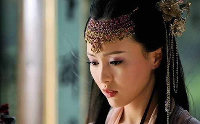 7. Đường Yên trong Tiên Kiếm Kỳ Hiệp Truyện 3:Đường Yên từng đóng khá nhiều phim cổ trang, nhưng tạo hình cổ trang đẹp nhất của cô nàng tính đến thời điểm này vẫn là Tử Huyên trong Tiên kiếm kỳ hiệp truyện 3.