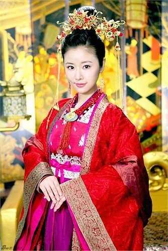 8. Lâm Tâm Như trong Khuynh Thế Hoàng Phi:Khuynh Thế Hoàng Phi là bộ phim đầu tiên Lâm Tâm Như sản xuất kiêm thể hiện vai nữ chính.