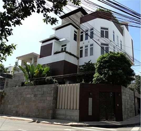 Đàm Vĩnh Hưng sở hữu căn biệt thự xa hoa nằm trên đường Thất Sơn, thuộc khu cư xá Bắc Hải, Quận 10, TP.HCM.