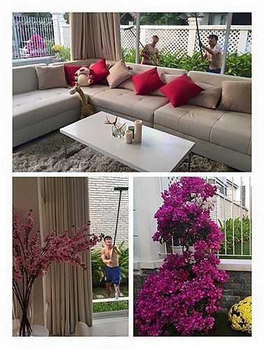 Biệt thự của Công Vinnh - Thuỷ Tiên nằm ở vị trí đắc địa, chỉ cách trung tâm Sài Gòn 10 phút di chuyển bằng ô tô. Với 300 m2 và có sân vườn rộng rãi, căn biệt thự này thật sự là mơ ước của nhiều người.