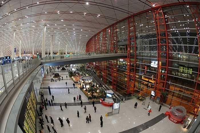 2. Sân bay quốc tế thủ đô Bắc Kinh, Trung Quốc    Giữ vị trí thứ hai, trong năm 2014, sân bay quốc tế thủ đô Bắc Kinh của Trung Quốc đón hơn 86 triệu lượt hành khách. Ảnh: Panoramio.
