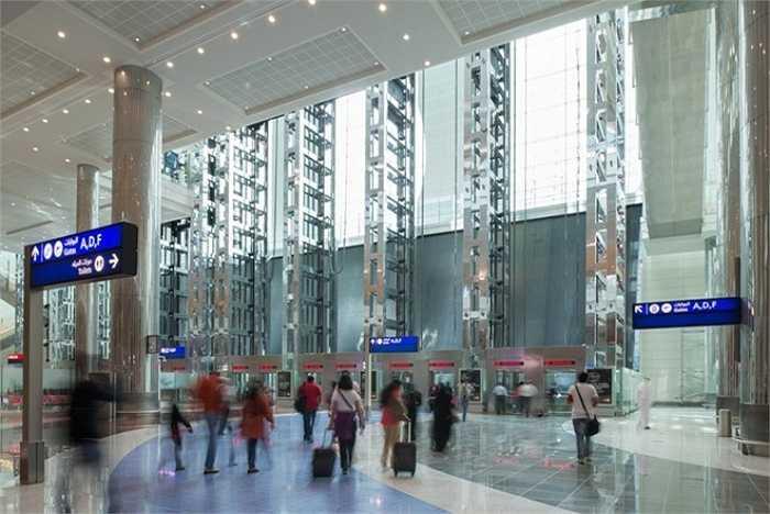 3. Sân bay Heathrow London, Anh    Năm 2014, sân bay này phục vụ 74 triệu lượt hành khách. Ảnh: wtvr.