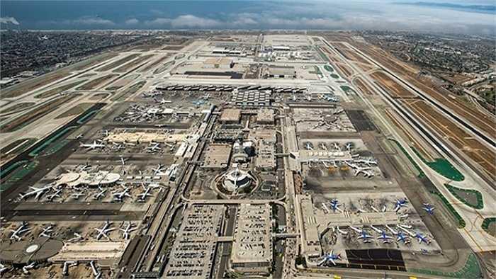 5. Sân bay quốc tế Los Angeles, Mỹ    Phục vụ 70 triệu khách trong năm 2014, sân bay quốc tế Los Angeles giữ vị trí thứ năm trong danh sách. Đồng thời, sân bay này cũng giữ vị trí thứ ba thế giới về lưu lượng chuyến bay (cất/hạ cánh). Ảnh: DiscoverLosangeles