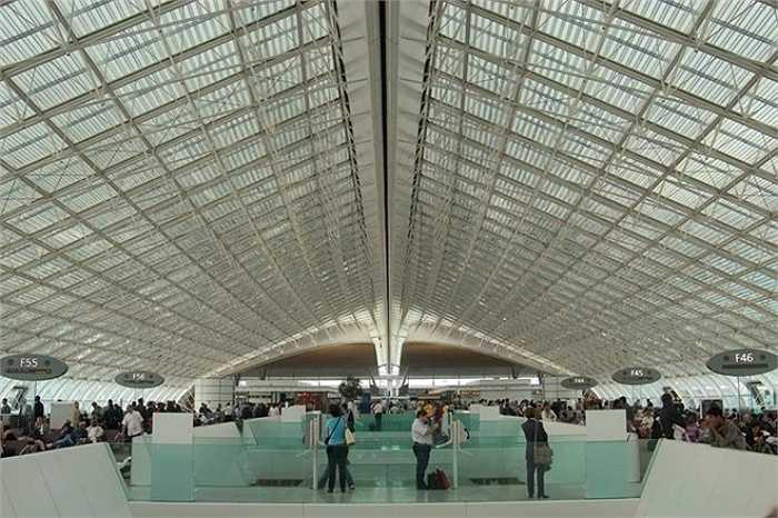 8. Sân bay Paris Charles de Gaulle    Paris Charles de Gaulle vẫn giữ vị trí thứ tám trong danh sách này, với gần 64 triệu lượt khách qua lại trong năm qua. Ảnh: Asergeev.