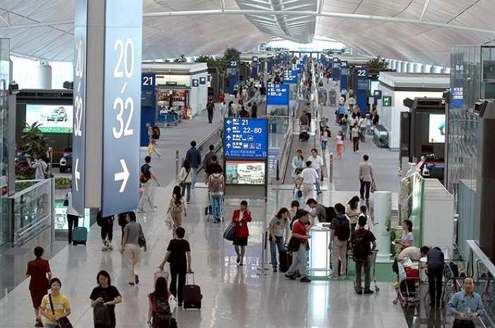 10. Sân bay quốc tế Hong Kong    Với 63 triệu lượt khách trong năm 2014, sân bay quốc tế Hong Kong giữ vị trí 10 trong danh sách. Ngoài ra, đây là sân bay có tổng lưu lượng hàng hóa vận chuyển lớn nhất thế giới với 4,4 triệu tấn hàng. Ảnh: Securitynewsdesk.