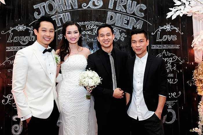 Cặp đôi đẹp của làng giải trí đã có một đám cưới linh đình, lộng lẫy tại TP.HCM với sự tham gia của nhiều sao Việt, bạn bè và người thân.
