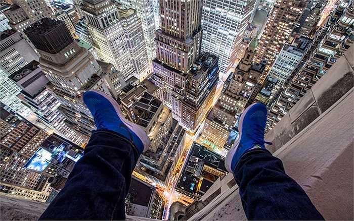 Nhìn xuống đường phố New York từ tầng 70
