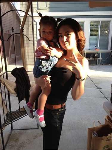 Jennifer Chung rất thân thiết với cô em út nên cả 2 thường xuyên đi chơi cùng nhau